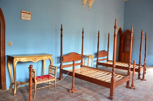 what is left in one of the bedrooms of Castillo de la Glorieta